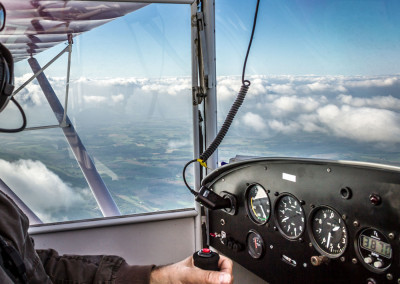 Ultraleicht Flug Pilot Cockpit above the Clouds